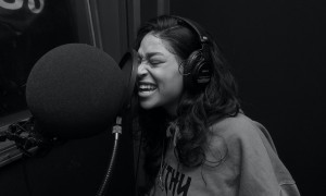 women sing her heart out